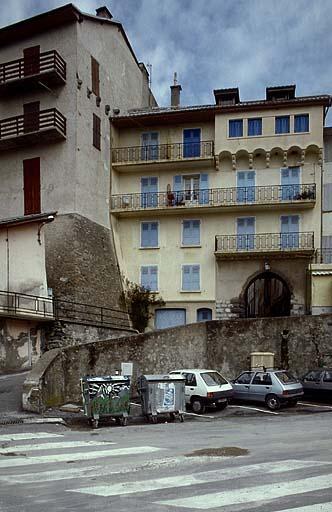 photo pour fortification d'agglomération dite enceinte médiévale.