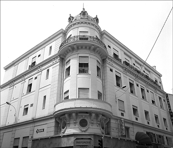photo pour hôtel de voyageurs dit Hôtel de Russie, puis Hôtel Cosmopolitain, actuellement Hôtel Canberra