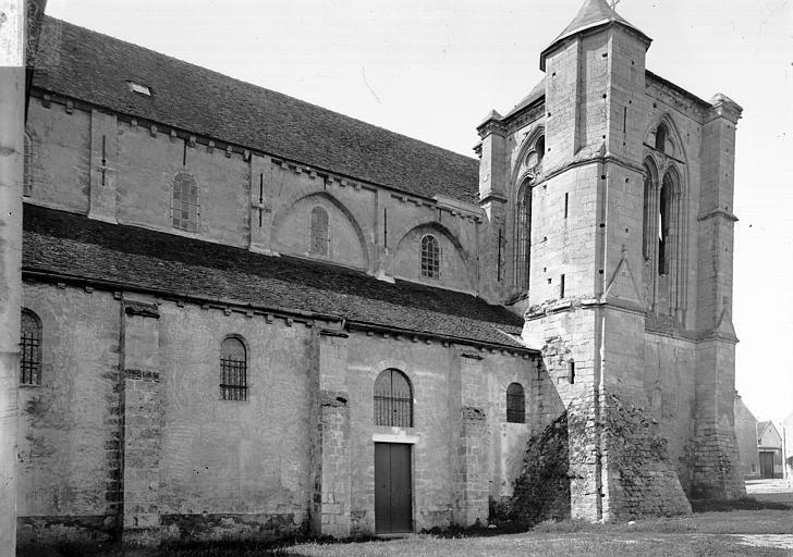 photo pour Eglise de l' ancienne abbaye, actuellement basilique Notre-Dame-de-Bonne-Garde