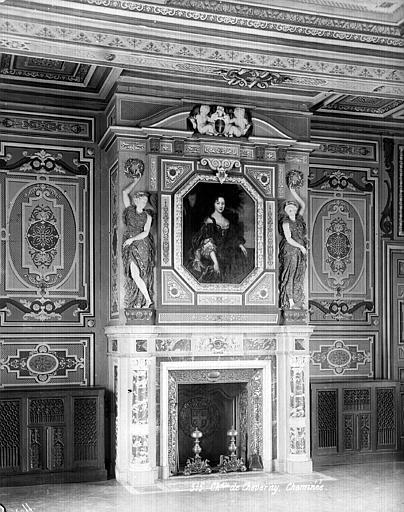 photo pour Château et ses communs (restes de l'ancien château)