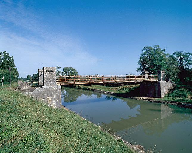 photo pour pont suspendu de Nambault (canal latéral à la Loire)