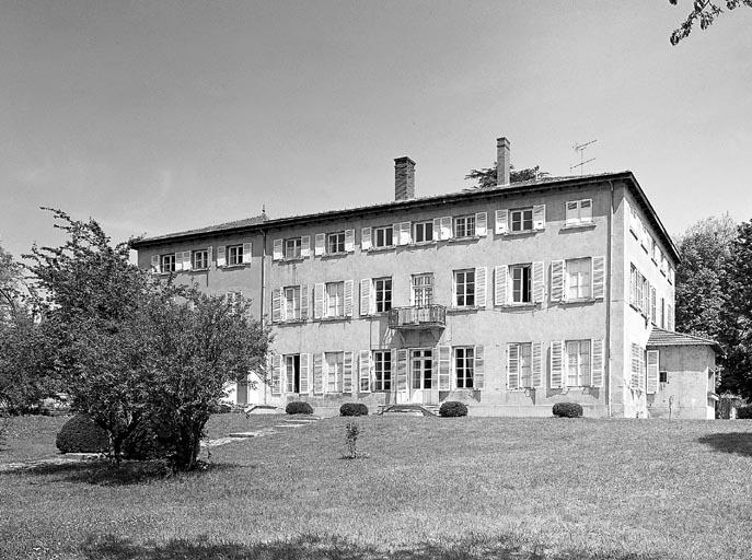 photo pour château du Roquet, puis centre socio-éducatif L'Arc-en-Ciel