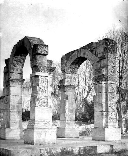 photo pour Arc antique