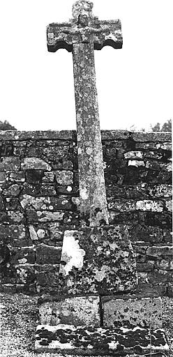 photo pour Croix monumentale près de l'Eglise