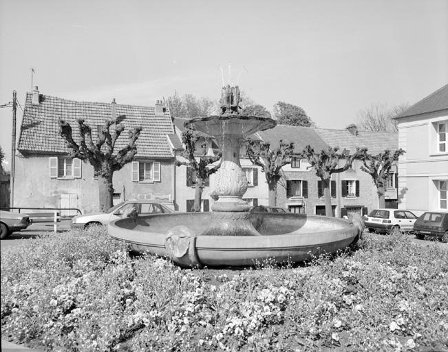 photo pour Fontaine place des Combattants