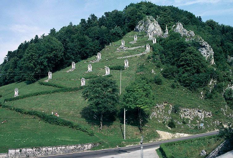 photo pour Mont-calvaire de Sombacour (également sur commune de Bians-les-Usiers)