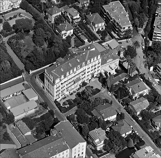 photo pour hôtel de voyageurs dit Hôtel Saint-Charles, puis Winter Palace